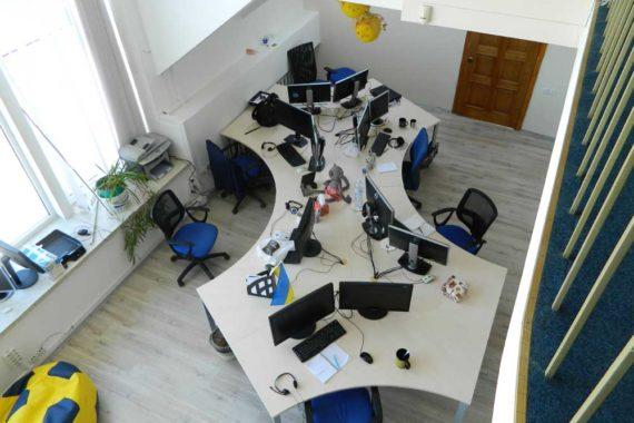 IT-крылья, общий стол для 10 рабочих мест