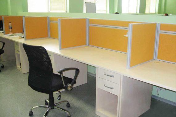 Мастер OPEN SPACE – столы с перегородками от шума